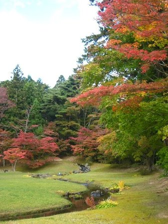 Hiraizumi-cho, ญี่ปุ่น: in the Heian era (800s), rich folks would sit along this man-made stream and write haiku and tan