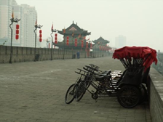 Melody Hotel: Xi'an City Wall near the Hotel