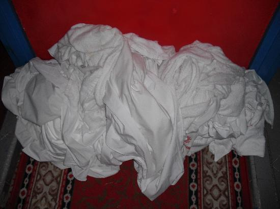 Sabrina Golden Palace Hotel: Hotel's Dirty Laundry (outside our door)