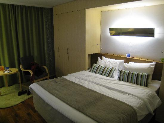Hilton Helsinki Airport: Big and soft bed