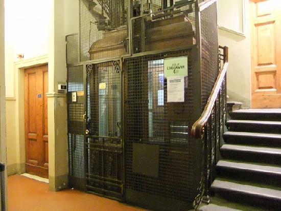 ホテル ドゥーカ ダオスタ, 古めかしいエレベーター