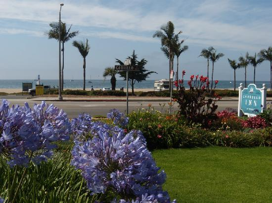 Cabrillo Inn at the Beach: Over the road into the sea!