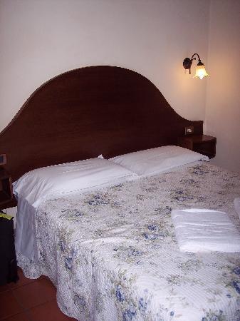 Hotel Panda: Bed