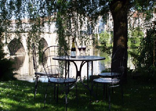 Pont Vieux Chambres d'hotes : A glass of wine down by the river