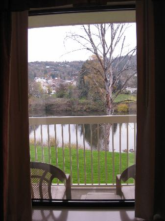 Holiday Inn Express Roseburg: View from Room & Private Deck