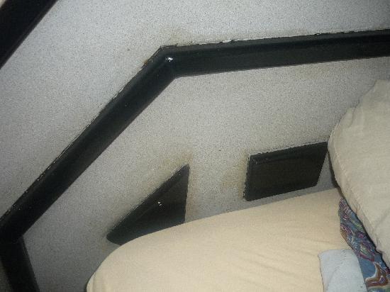 Hotel Covadonga: Cabecera de la cama