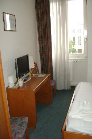 Hotel Columbia: La chambre