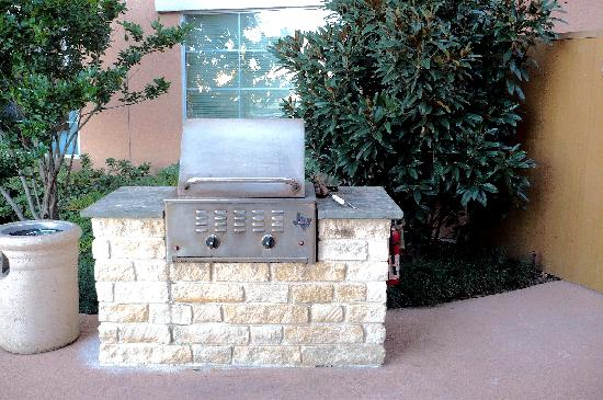 Residence Inn Killeen: Outdoor BBQ grill