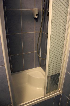 Tournet: Shower