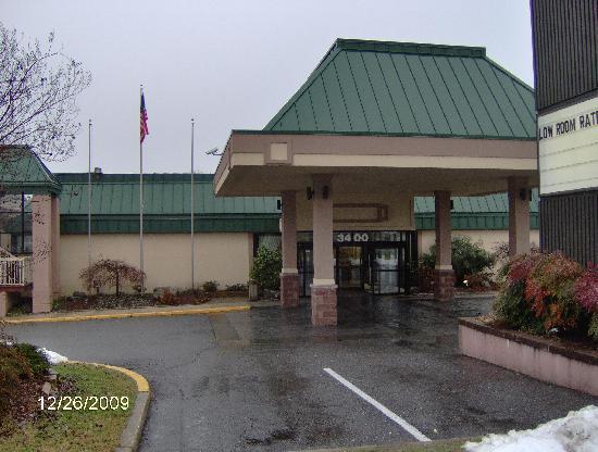 Northeast Garden Inn: Main Entrance