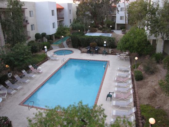 Xanadu Condo Resort: Pool is 82 and spa is nice