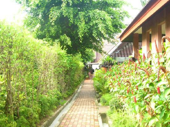 Ao Nang Beach Home: pathway to the restaurant and the beach