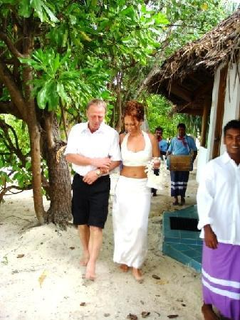 Vakarufalhi Island Resort: On my way to the beach with my father and the locals with their drums