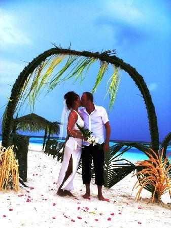 Vakarufalhi Island Resort: The staff planned plenty of photo sessions at this wonderful day