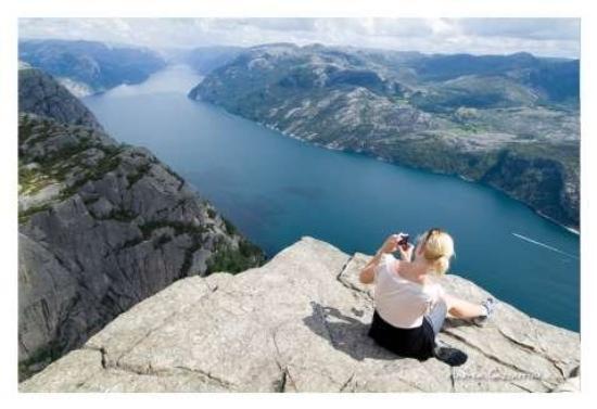 Stavanger, Norvegia Il Preikestolen (Pulpito) si staglia sopra il Lysefjord