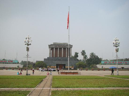 Hanoi Silver Hotel : 10 mins by motor to Ho Chi MinhMausoleum Complex