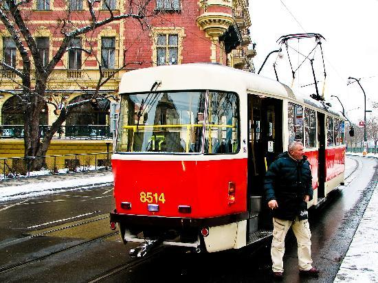 Winston Churchill Hotel : The trams in the city
