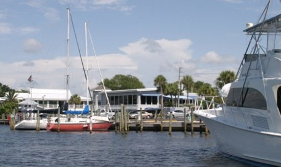 Crow's Nest Marina Restaurant & Tavern: Easy access to the Gulf and Intracoastal