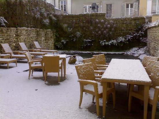BEST WESTERN Hotel Kregenn : Le jardin sous la neige