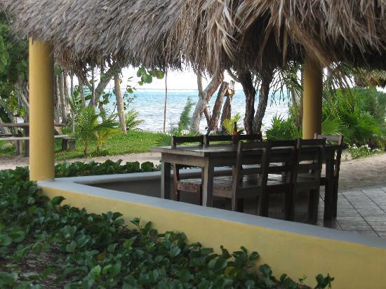 Hotel Maya Luna: Veranda where lunch is served outside
