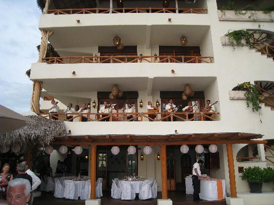 Hotel Playa Fiesta: The music was perfect, and very fitting!