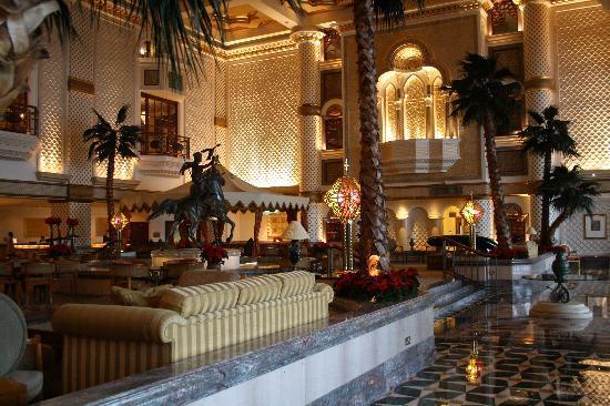 Grand Hyatt Muscat: the lobby area