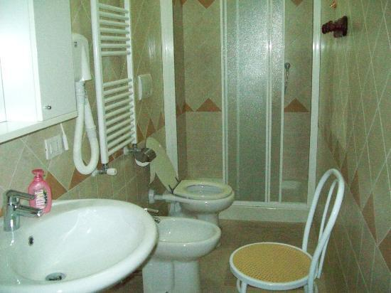 Residence Casale Nunziatina: Bathroom - Clean and new