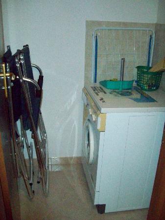 Residence Casale Nunziatina : Washing machine