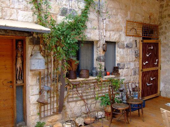 Shulamit Yard: room, from courtyard