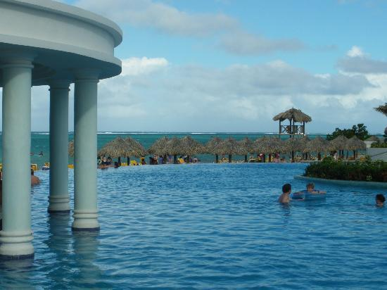 Iberostar Rose Hall Suites: Infinity Pool with Swim Up Bar