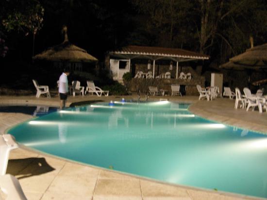 Portezuelo Hotel: pileta de noche