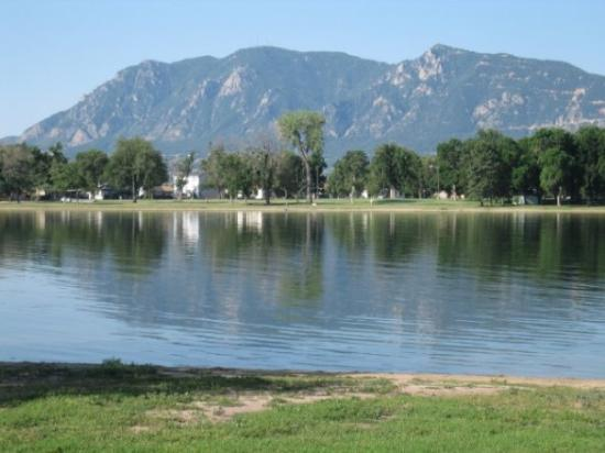 Memorial Park: The view of The Rockies from the park