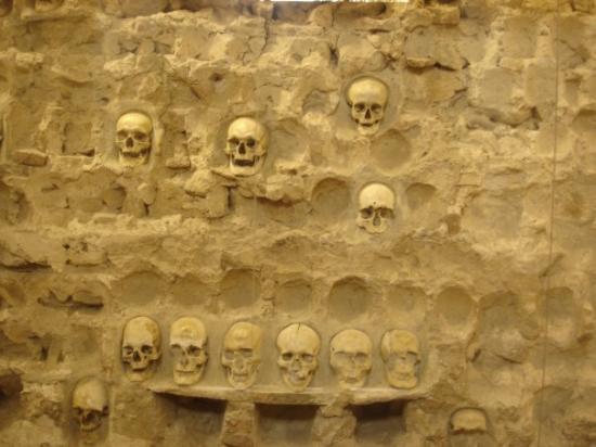 Nis, Serbia: The Skull Tower...impressionante.