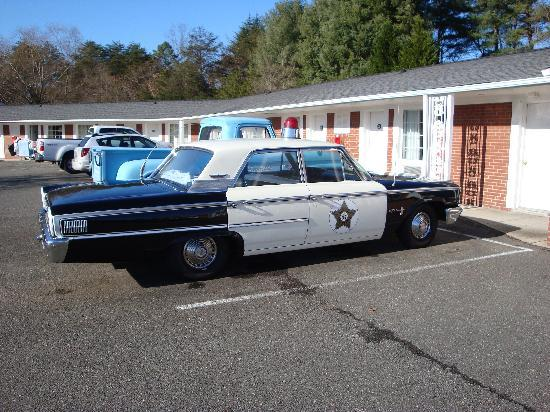 Mayberry Motor Inn: Andy's patrol car and Emmett's Fix-it Shop Pickup