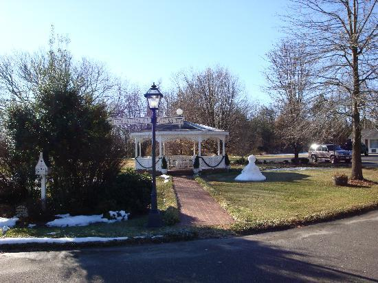 Mayberry Motor Inn: Andy Griffith Ave. & Aunt Bea Blvd. and the Gazebo