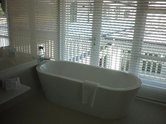 Hilton Lake Taupo: Bath