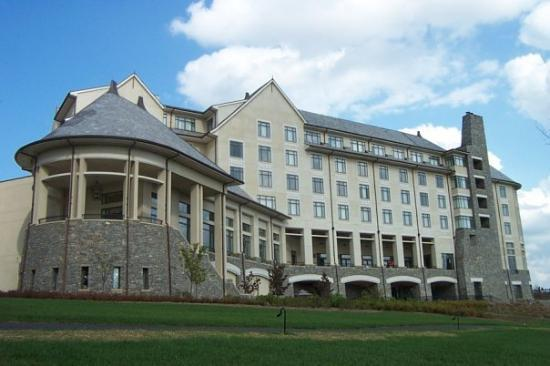 Biltmore VIllage Inn is the closest of Asheville's bed & breakfasts to the famous Biltmore Estate. Stay with us to experience the best of both Asheville and the Biltmore Estate.