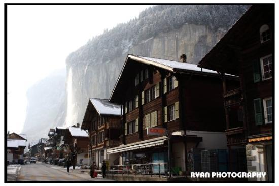 Lauterbrunnen Valley Waterfalls ภาพถ่าย