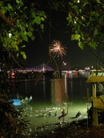 Howrah Bridge : From the mud to the stars - Saying goodbye in style 101