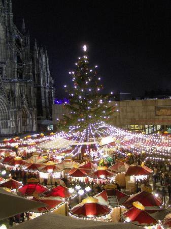 Dom-Hotel Köln: Cathedral and Cathedral Christmas Market from bedroom balcony