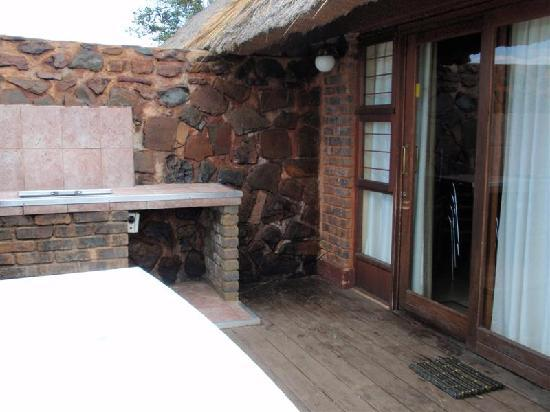 Crystal Springs Mountain Lodge: Braai Area on Deck