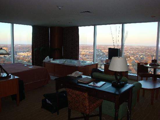 ‪‪Seneca Niagara Resort & Casino‬: Corner King Suite...25th Floor‬
