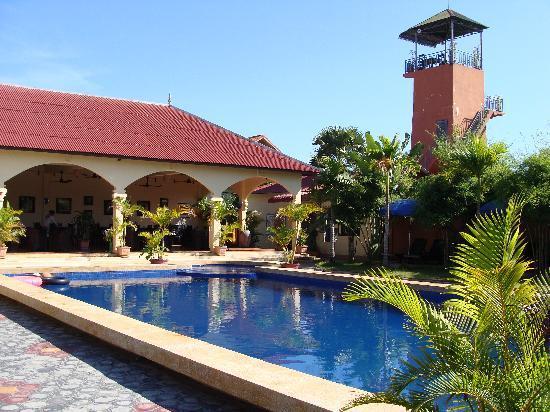Lotus Lodge: Pool and garden