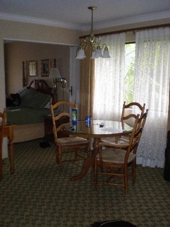 Franciscan Inn & Suites: Dining Area