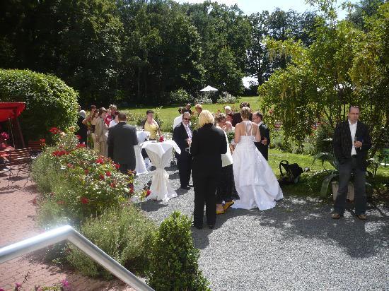 Hohendorf, Allemagne : Sektempfang im Rosengarten