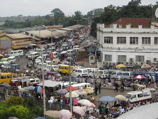 Four Villages Inn: A view of the bus station/tro tro stop in Central Kumasi.