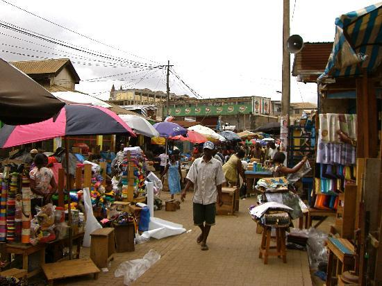 Four Villages Inn: A scene from inside the market. There are 12,000 stalls here.