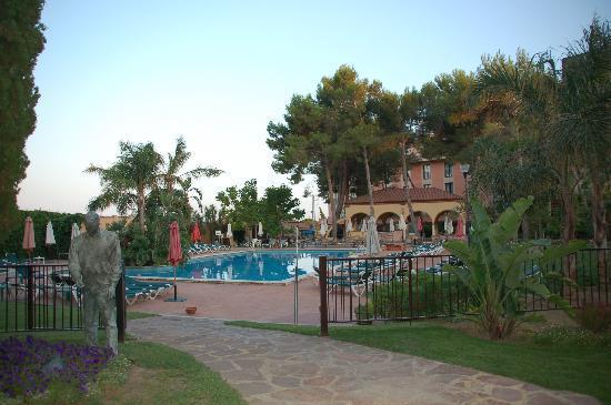 Hotel Termes de Montbrio - Resort Spa & Park: Piscina