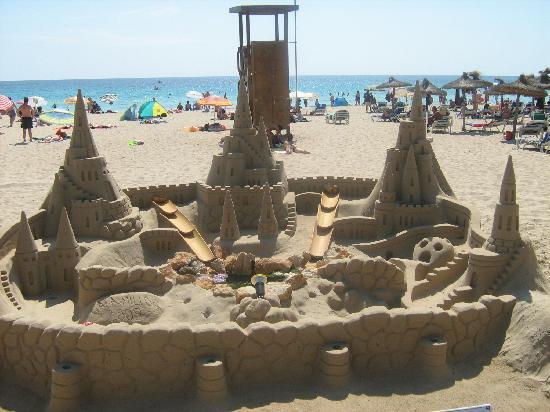 Cala Bona, Spain: Sand sculptures at the beach
