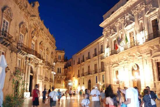 Case Vacanze Damarete : Piazza Duomo , vista notturna 2